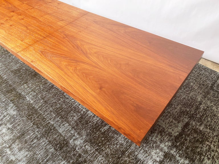Vintage Walnut Expandable Coffee Table by John Keal for Brown Saltman, c. 1960s In Good Condition For Sale In San Antonio, TX