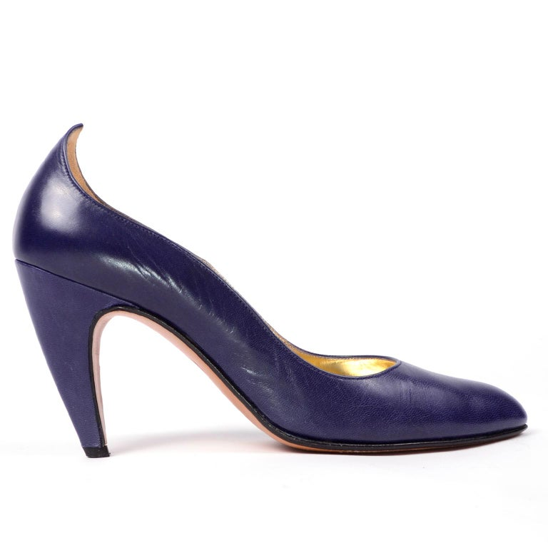 Vintage Walter Steiger Sculpted Avant Garde Blue Leather Shoes w Heels In Excellent Condition For Sale In Portland, OR