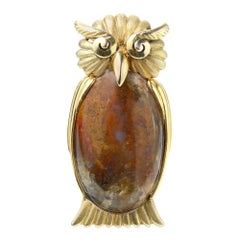 Vintage Wang Hing 14kt Yellow Gold Brooch in the Shape of an Owl with Moss Agate