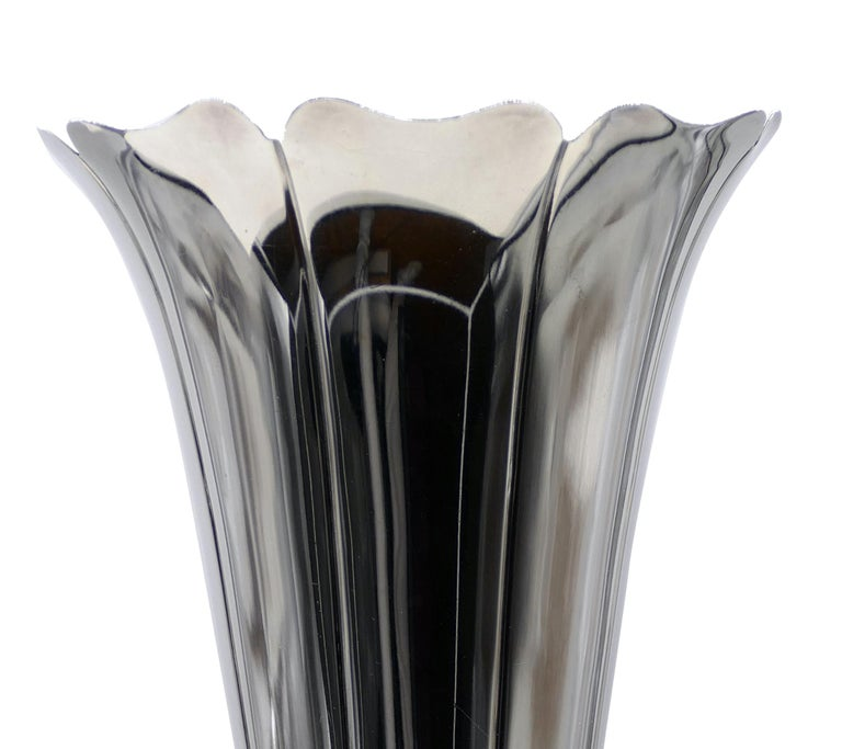 Watson Company silver vase is a beautiful 925 silver vase, trumpet-shaped with a round base. Looking at the firm of this decorative object, we are able to date it between 1920-1955.   Watson Company The origin of the firm Watson and Company firm
