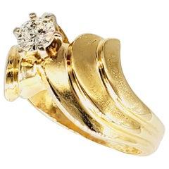 Vintage Wavy 0.30 Carat Diamond Center 14 Karat Gold Ring