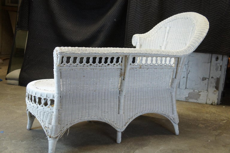 Vintage White American Wicker Rattan Chaise Lounge Chair Rolled Arm Boho Chic For Sale 4