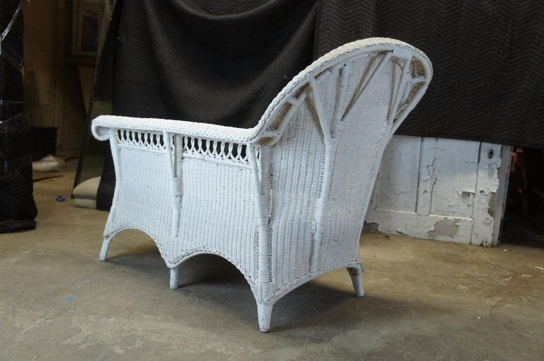 Vintage White American Wicker Rattan Chaise Lounge Chair Rolled Arm Boho Chic For Sale 5