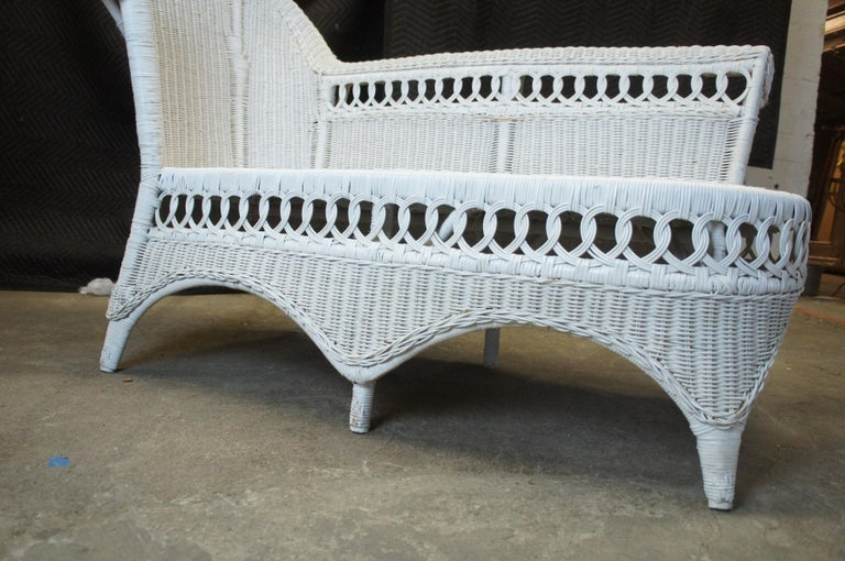 Vintage White American Wicker Rattan Chaise Lounge Chair Rolled Arm Boho Chic For Sale 6