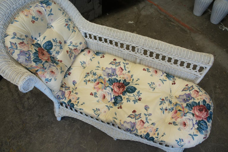 20th Century Vintage White American Wicker Rattan Chaise Lounge Chair Rolled Arm Boho Chic For Sale