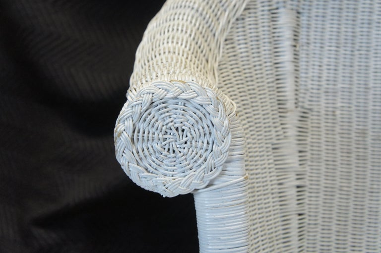 Vintage White American Wicker Rattan Chaise Lounge Chair Rolled Arm Boho Chic For Sale 2