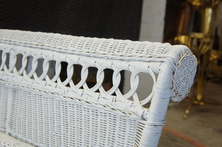 Vintage White American Wicker Rattan Chaise Lounge Chair Rolled Arm Boho Chic For Sale 3