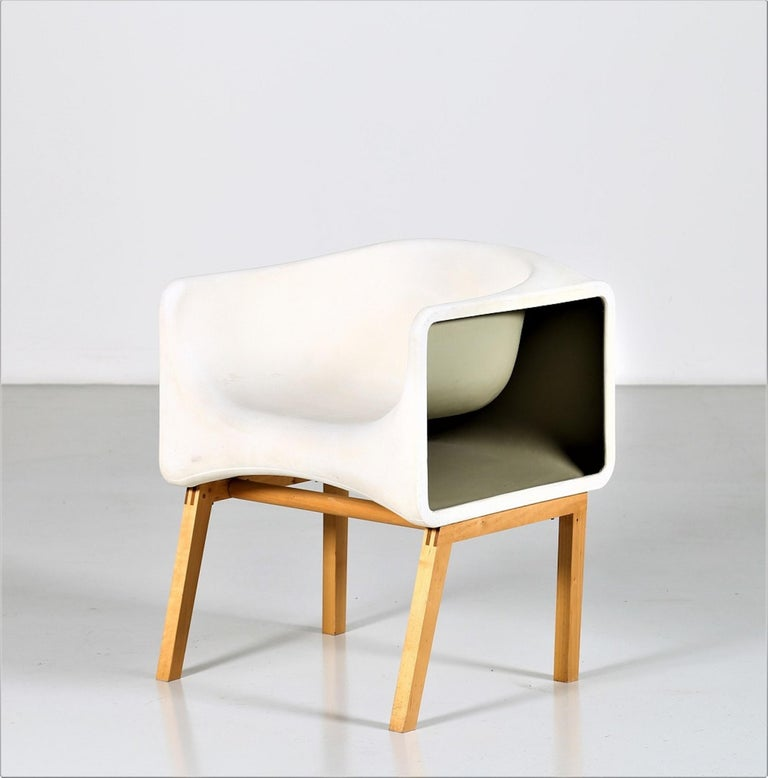 This white armchair is an item of amazing designer furniture realized by Felice Rossi in the 1970s.