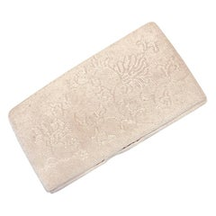 Vintage White Beaded Ladies Clutch with an Elegant Floral Design