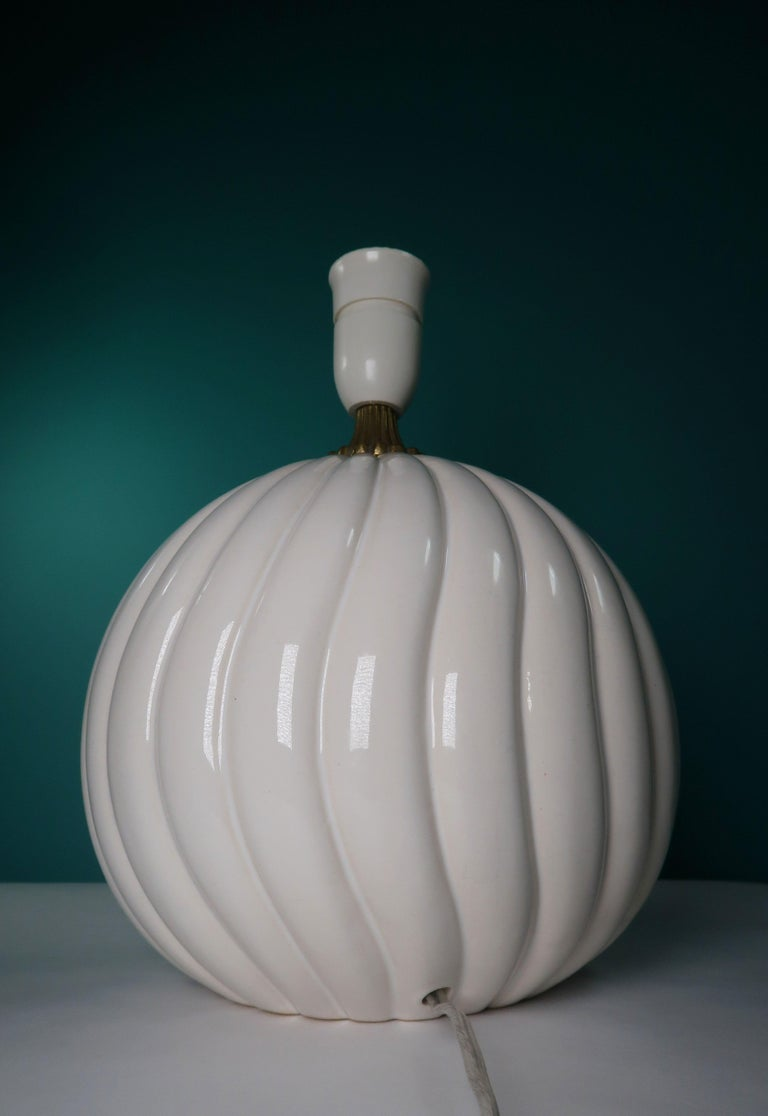 Vintage White Ceramic, Brass Round Table Lamp Style of Tommaso Barbi For Sale 3