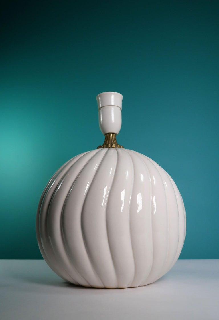 Vintage White Ceramic, Brass Round Table Lamp Style of Tommaso Barbi In Good Condition For Sale In Copenhagen, DK