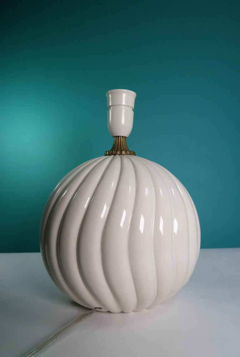 Late 20th Century Vintage White Ceramic, Brass Round Table Lamp Style of Tommaso Barbi For Sale