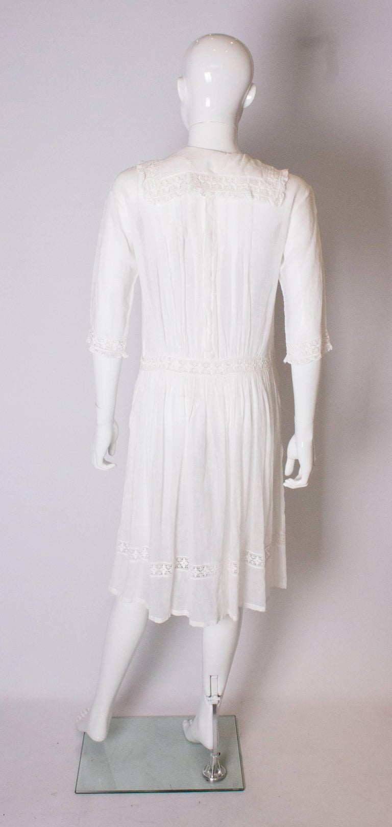 A Vintage edwardian lawn cotton dress with delicate embroidered flowers  For Sale 2