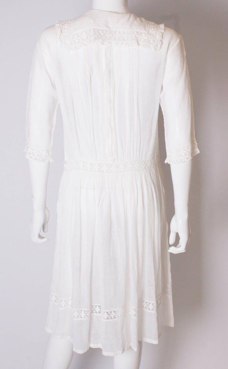 A Vintage edwardian lawn cotton dress with delicate embroidered flowers  For Sale 3