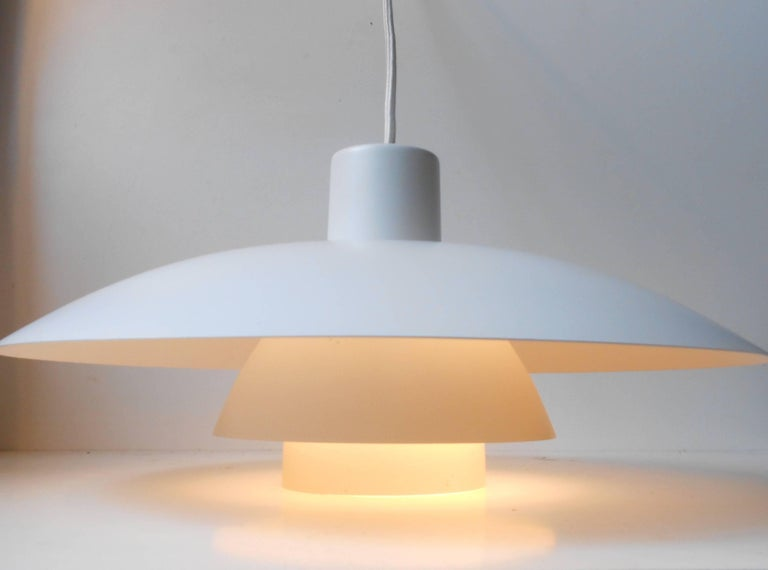 Classic white three-tiered PH-4 pendant lamp. Designed by Poul Henningsen and manufactured by Louis Poulsen in the 1970s. Measurements: D 16 inches (40 cm), H 7 inches (18 cm). The lamp is shipped in original condition mounted with 3 meters (120