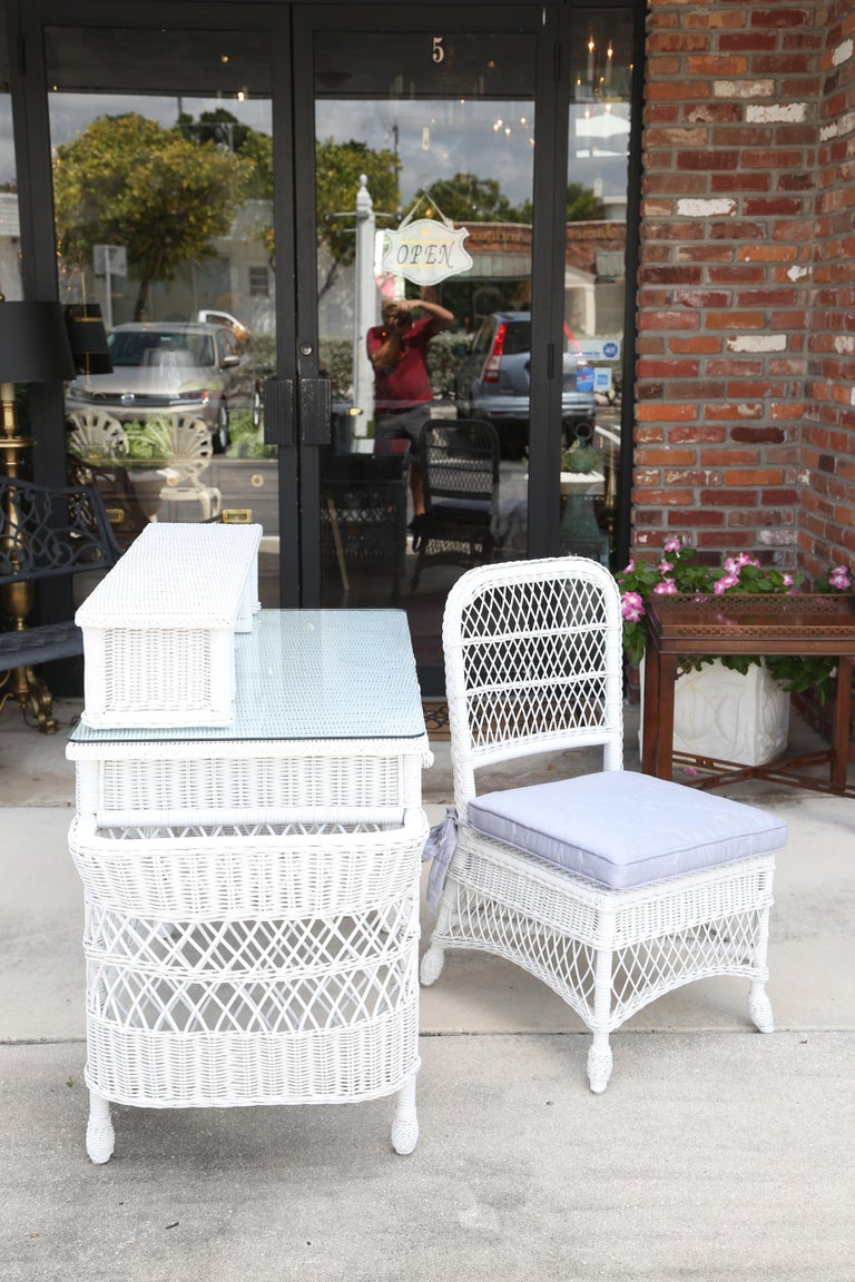Vintage White Wicker Dressing Table & Chair In Good Condition For Sale In West Palm Beach, FL