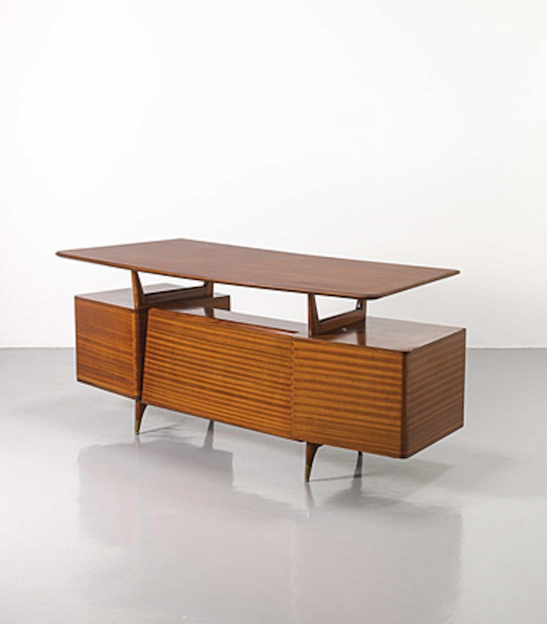 Wood and brass. 1950s, very good conditions. This object is shipped from Italy. Under existing legislation, any object in Italy created over 70 years ago by an artist, designer or craftsman who has died requires a license for export regardless of
