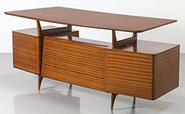 Vintage Wood and Brass Writing Desk, Italian Manufacture, 1950s In Good Condition For Sale In Roma, IT