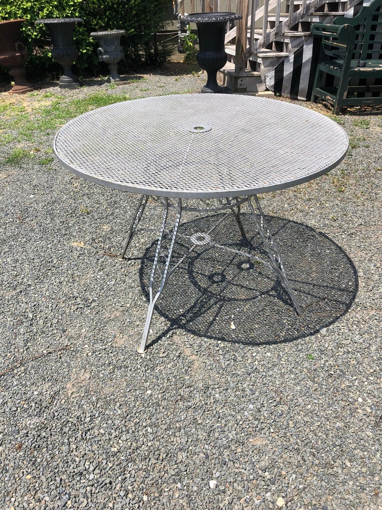 Vintage Woodard Midcentury Outdoor Dining Set with Round Table and 4 Chairs For Sale 4