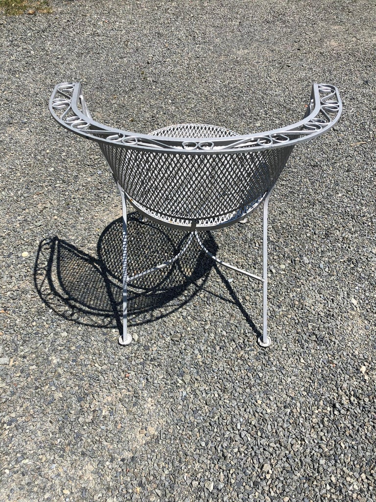 Mid-20th Century Vintage Woodard Midcentury Outdoor Dining Set with Round Table and 4 Chairs For Sale