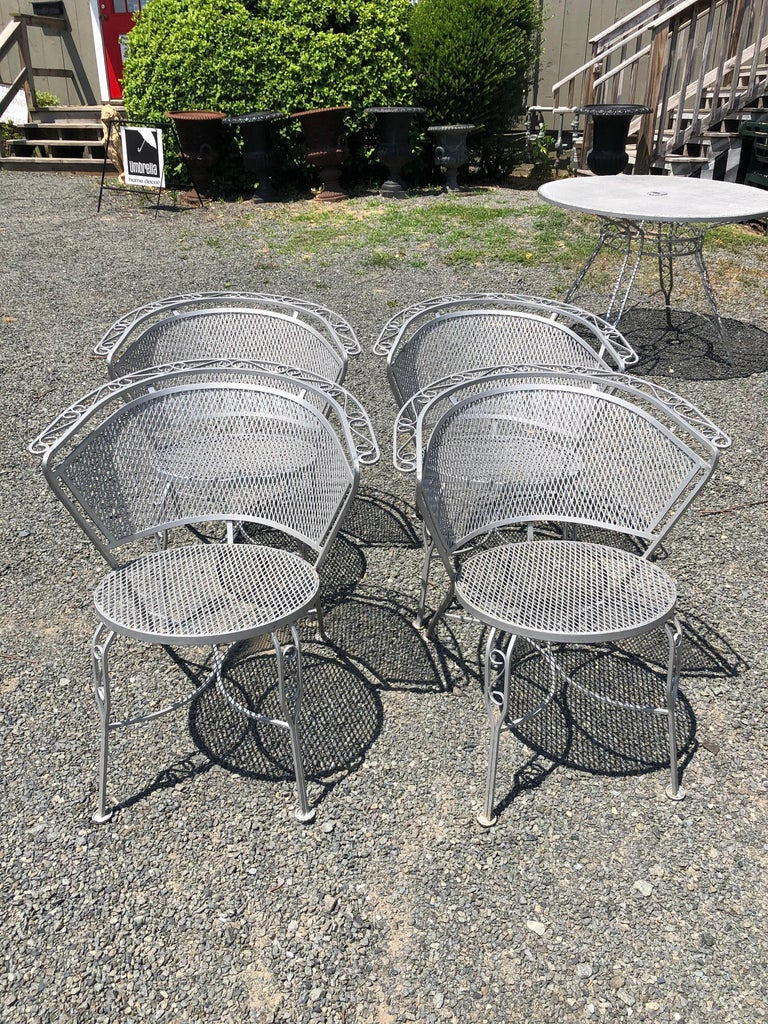 Vintage Woodard Midcentury Outdoor Dining Set with Round Table and 4 Chairs For Sale 1