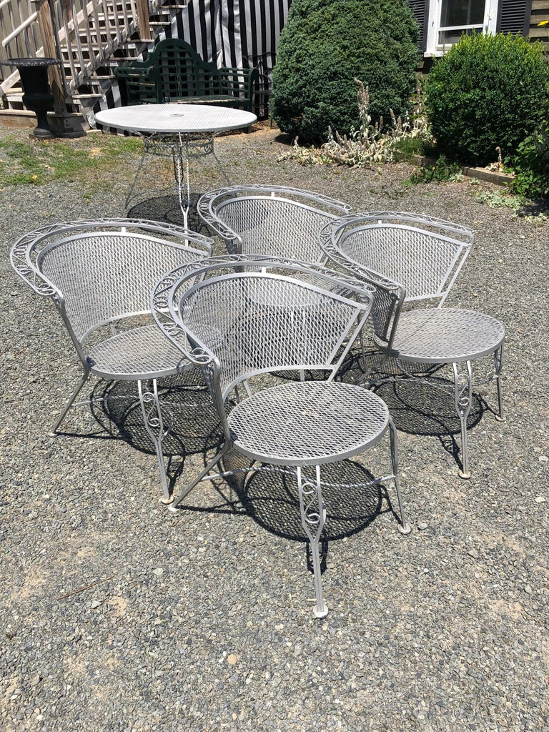 Vintage Woodard Midcentury Outdoor Dining Set with Round Table and 4 Chairs For Sale 2