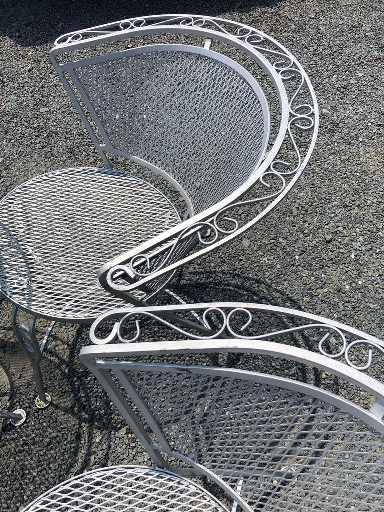 Vintage Woodard Midcentury Outdoor Dining Set with Round Table and 4 Chairs For Sale 3
