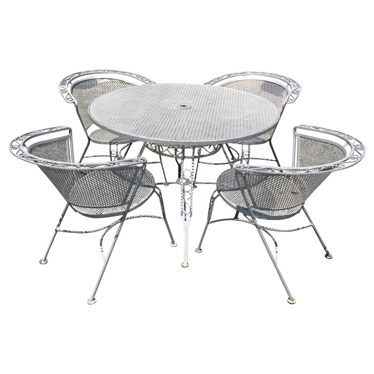 Vintage Woodard Midcentury Outdoor Dining Set with Round Table and 4 Chairs For Sale
