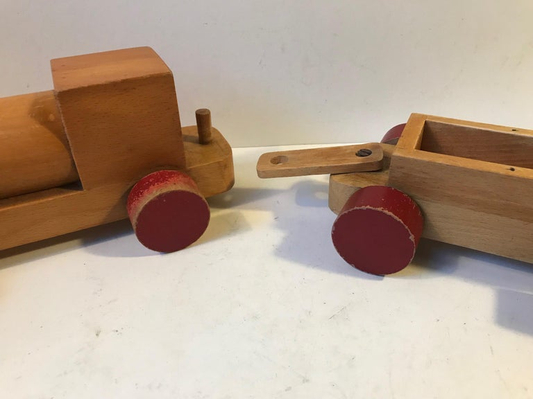 Mid-Century Modern Vintage Wooden Toy Locomotive by Kay Bojesen, Denmark, 1960s For Sale