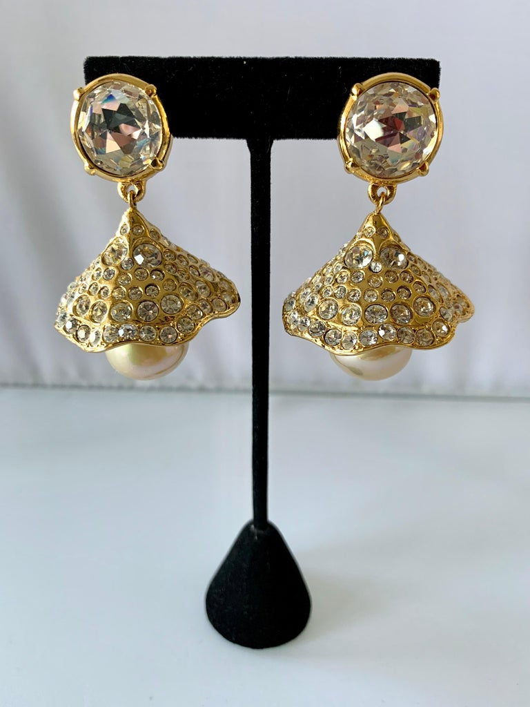 Stunning and scarce vintage Yves Saint Laurent clip-on dangle statement earrings. The earrings are comprised out of