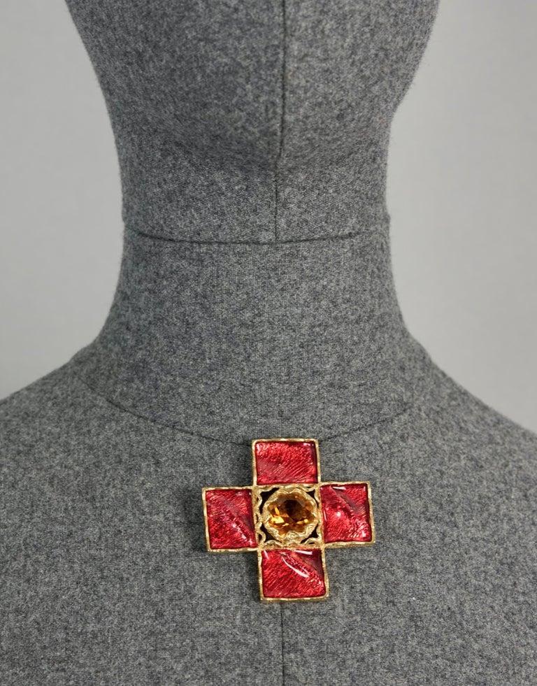 Vintage YSL Yves Saint Laurent by Goossens Wrinkled Red Cross Enamel Brooch  In Excellent Condition For Sale In Kingersheim, Alsace