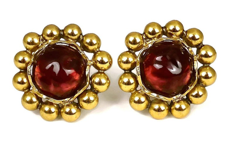 Vintage YSL Yves Saint Laurent Dark Amber Resin Poured Flower Earrings In Excellent Condition For Sale In Kingersheim, Alsace