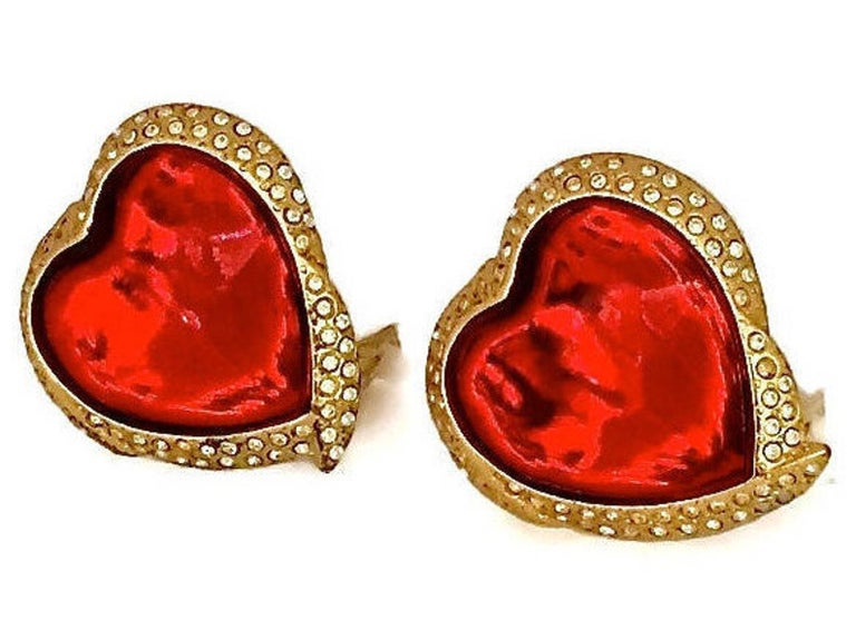 Vintage YSL Yves Saint Laurent Red Faceted Heart Rhinestone Earrings In Excellent Condition For Sale In Kingersheim, Alsace