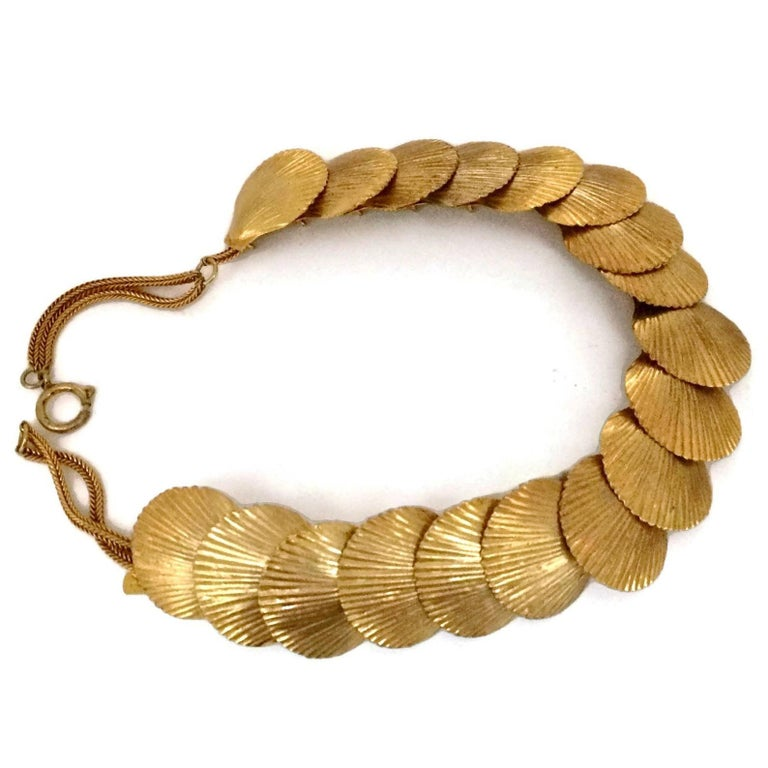 Vintage YSL Yves Saint Laurent Robert Goossens Scallop Shell Choker Necklace In Excellent Condition For Sale In Kingersheim, Alsace