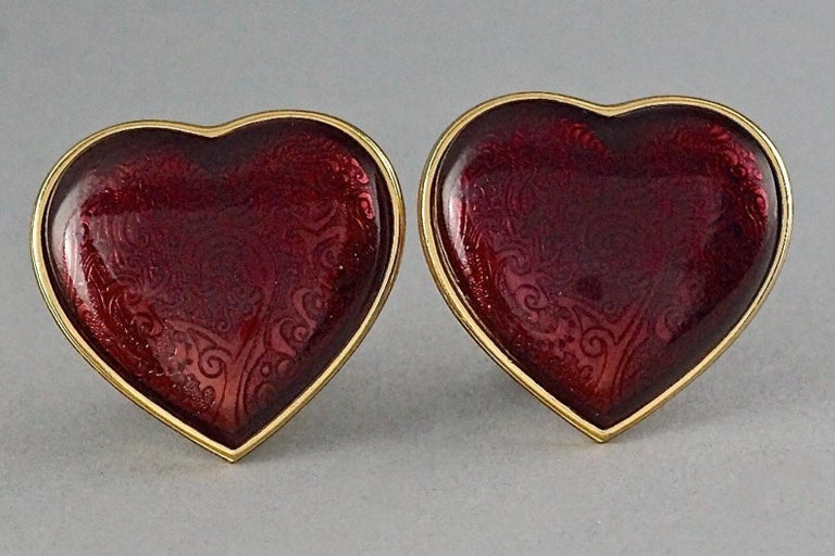 Vintage YVES SAINT LAURENT Arabesque Enamel Red Heart Earrings In Excellent Condition For Sale In Kingersheim, Alsace