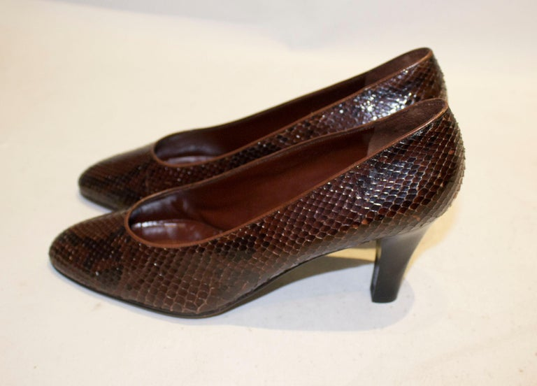 Vintage Yves Saint Laurent Brown and Black Snakeskin Shoes In Good Condition For Sale In London, GB