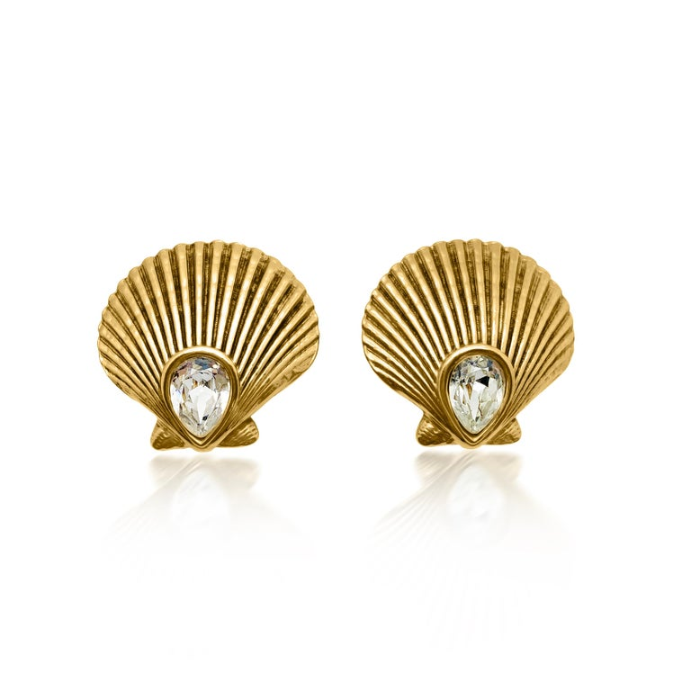 A truly exquisite and large pair of Vintage YSL Shell Earrings. Crafted in gold plated metal an set with a large teardrop faceted glass crystal. The large shell is a superbly imposing and uber cool design and the contrasting sparkly crystal amongst