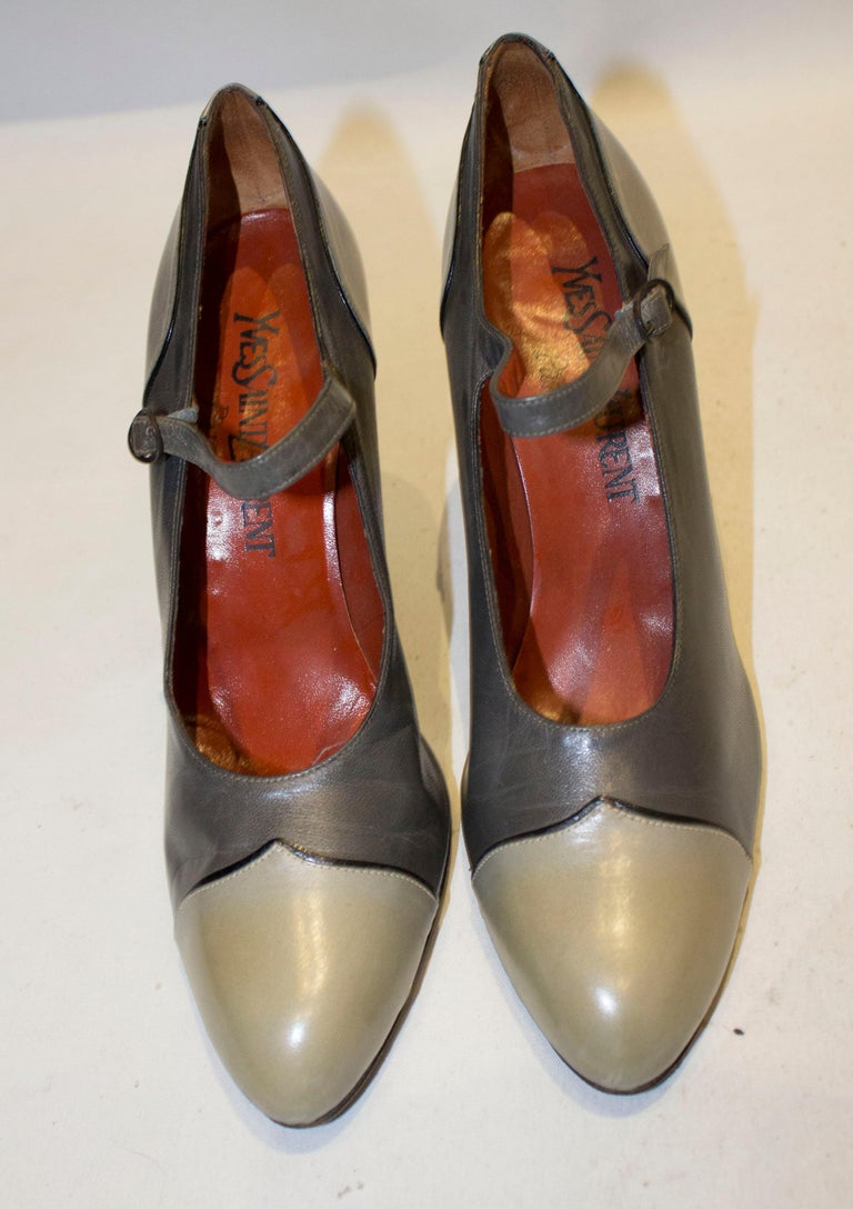 A chic pair of grey leather shoes by Yves Saibnt Laurent Paris. The shoes are in two shades of grey, style 008, size 38 1/2  and have a 4'' heel.