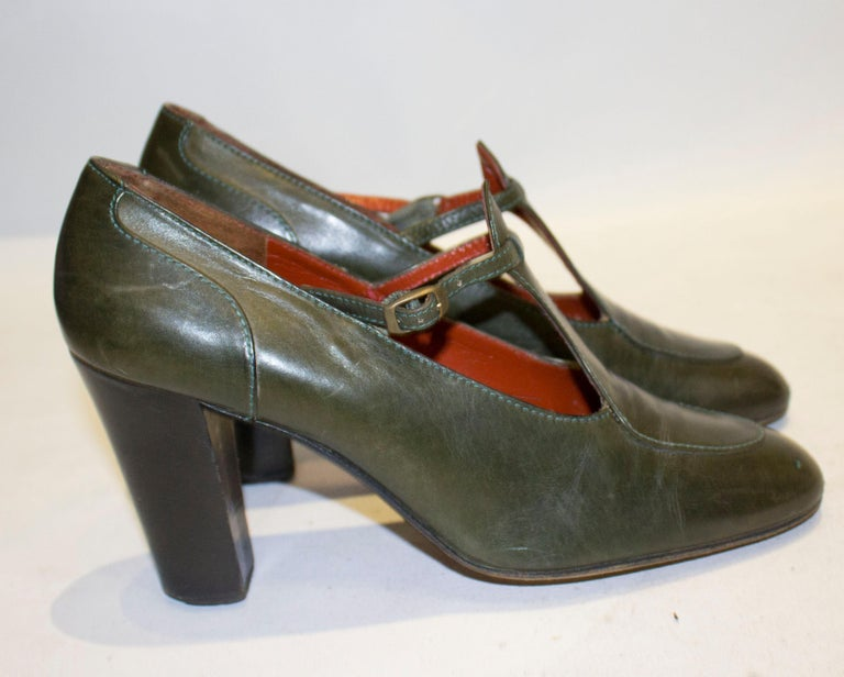 Vintage Yves Saint Laurent Paris Olive Green Leather Shoes In Good Condition For Sale In London, GB