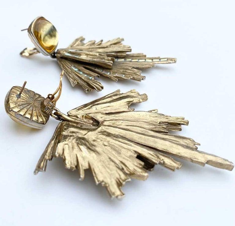 Vintage YVES SAINT LAURENT Stud Earrings in Gilt Metal and Rhinestones In Good Condition For Sale In Paris, FR