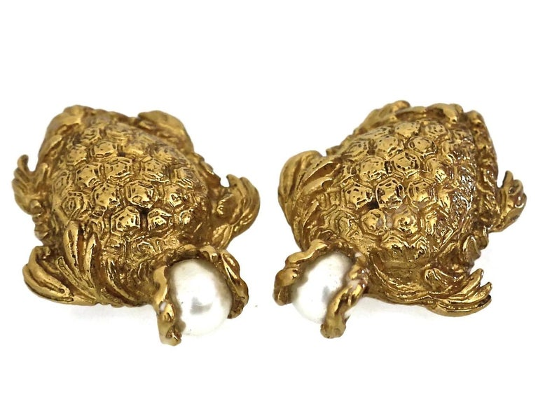 Vintage YVES SAINT LAURENT Turtle Pearl Earrings  Measurements: Height: 1 3/8 inches Width: 1 1/8 inches  Features: - 100% Authentic YVES SAINT LAURENT . - Chunky detailed turtle earrings with pearl head. - Gold tone. - Clip back earrings. - Signed