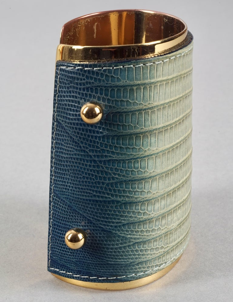Vintage YVES SAINT LAURENT Ysl Blue Ombre Embossed Leather Cuff Bracelet In Good Condition For Sale In Kingersheim, Alsace