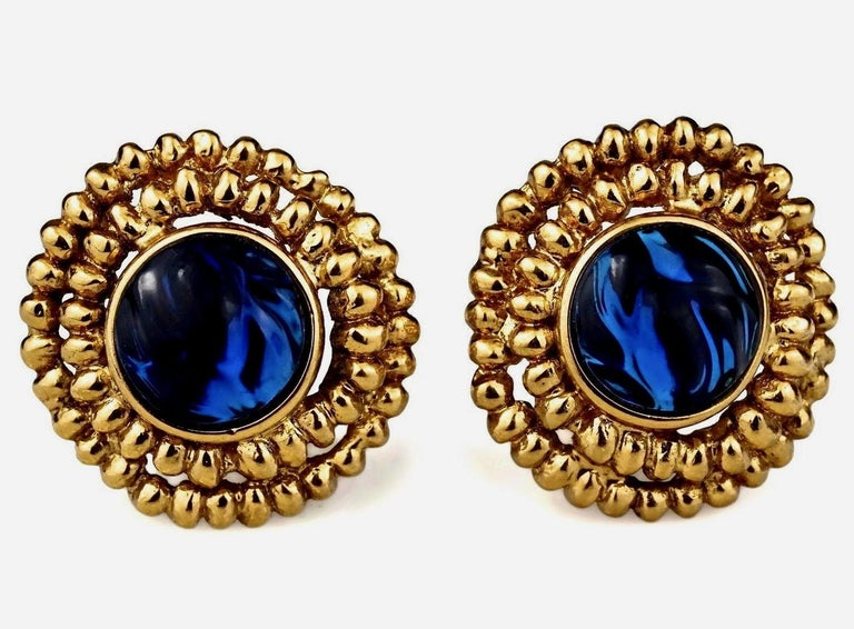 Vintage YVES SAINT LAURENT Ysl Blue Resin Poured Disc Earrings In Excellent Condition For Sale In Kingersheim, Alsace