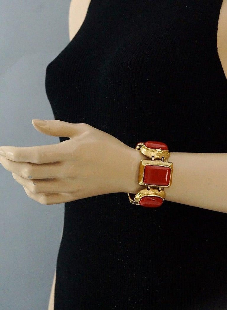 Vintage YVES SAINT LAURENT Ysl Chunky Geometric Coral Cabochon Bracelet In Excellent Condition For Sale In Kingersheim, Alsace