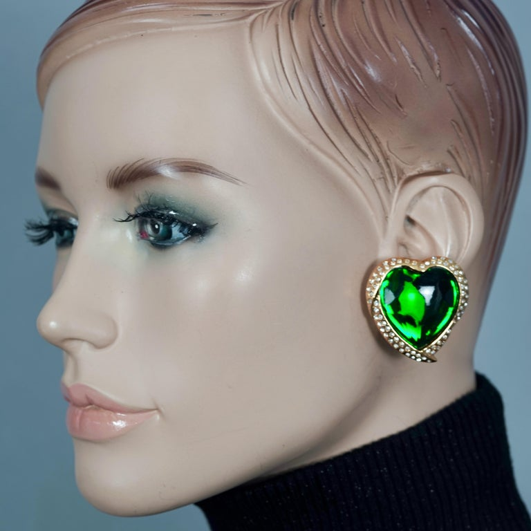 Vintage YVES SAINT LAURENT Ysl Emerald Green Faceted Heart Rhinestone Earrings In Excellent Condition For Sale In Kingersheim, Alsace