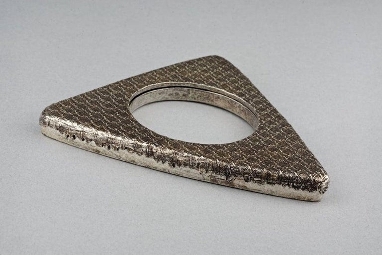 Vintage YVES SAINT LAURENT Ysl Futuristic Textured Triangle Bangle Bracelet For Sale 1