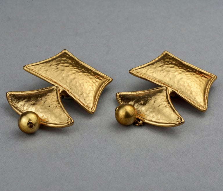 Vintage YVES SAINT LAURENT Ysl Geometric Tiered Earrings In Excellent Condition For Sale In Kingersheim, Alsace