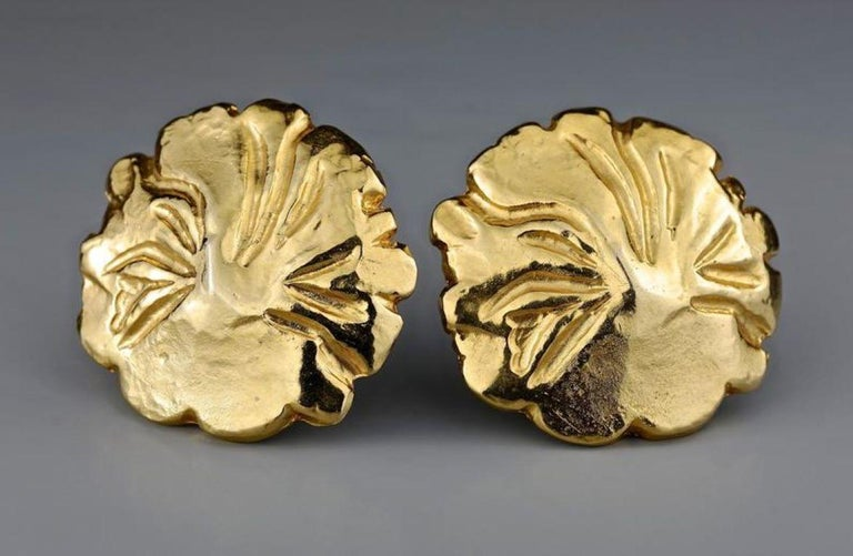 Vintage YVES SAINT LAURENT Ysl Gilt Flower Earrings In Excellent Condition For Sale In Kingersheim, Alsace
