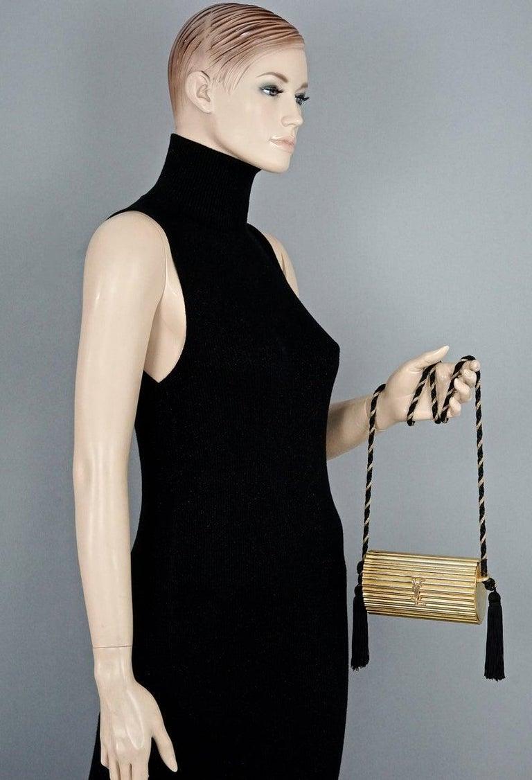 Vintage YVES SAINT LAURENT Ysl Gold Metal Minaudiere Tassel Shoulder Bag In Good Condition For Sale In Kingersheim, Alsace