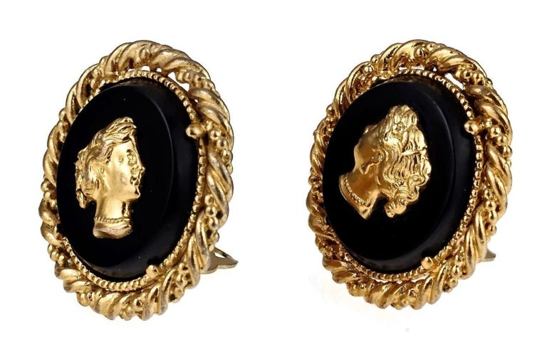 Vintage YVES SAINT LAURENT Ysl Lady Profile Cameo Earrings In Excellent Condition For Sale In Kingersheim, Alsace